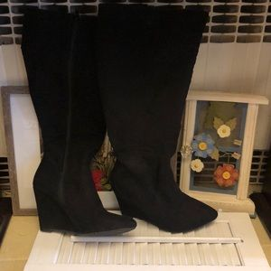 Forever 21 black wedge boot. size 6